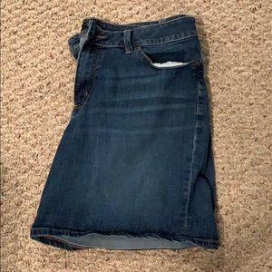 LEE Curvy Fit Jean Shorts